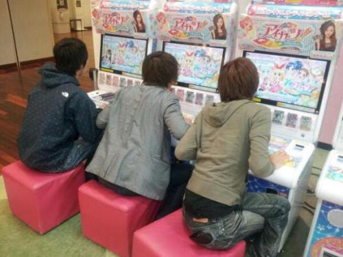 aikatsu-adult-gamers-refusing-to-share-little-girls-03