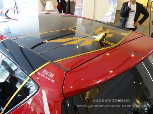 full-frontals-auris-hguc-neo-zeong-displayed-at-shinjuku-piccadilly-to-promote-movie-ep-7-05