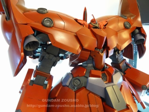 full-frontals-auris-hguc-neo-zeong-displayed-at-shinjuku-piccadilly-to-promote-movie-ep-7-13