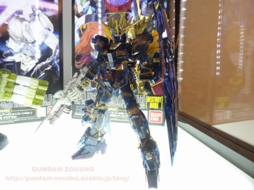full-frontals-auris-hguc-neo-zeong-displayed-at-shinjuku-piccadilly-to-promote-movie-ep-7-18