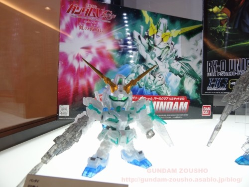 full-frontals-auris-hguc-neo-zeong-displayed-at-shinjuku-piccadilly-to-promote-movie-ep-7-21