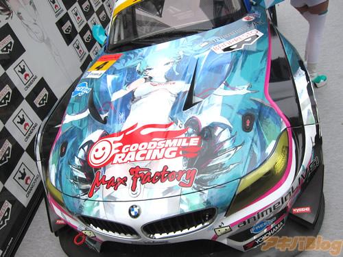 racing-miku-2014-show-new-race-car-08