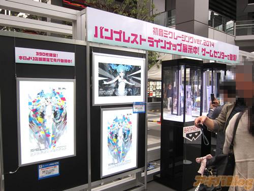 racing-miku-2014-show-new-race-car-13
