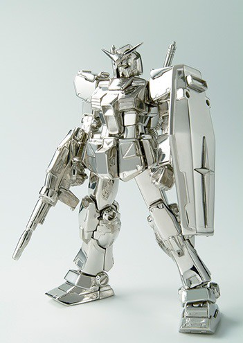 solid-gold-gundam-statues-worth-20-million-yen-04