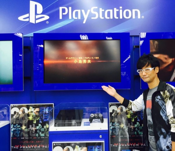 hideo-kojima-sneaks-out-signs-autographs-01