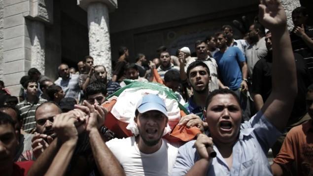 Mohamed ed-Deif rokonainak temetése
