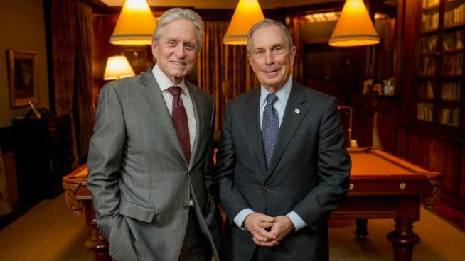 Michael Douglas és a tavalyi díjazott Michael Bloomberg
