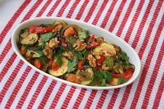 Cukkini saláta korianderrel és dióval