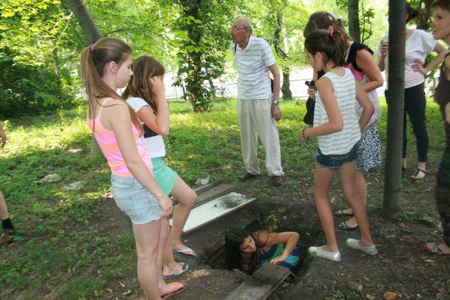Sztehlo bunker az iskola kertjében