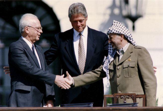 A Rabin sorsát megpecsételő kézfogás
