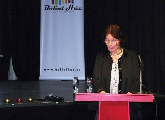 Kelemen Katalin rabbi az EszterHáz Egyesület Lányok, anyák – Elmeséletlen női történetek II. című könyvének bemutatóján