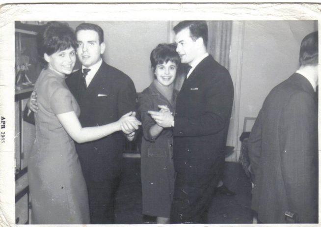 Házibuli zsidó fiatalokkal egy budai lakásban, 1965. Raj Ferenc a kép bal oldalán táncol
