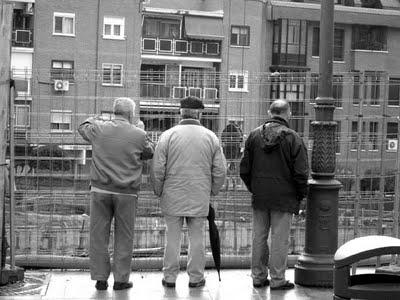 Saúl, Juantxi y Kristian comentando el progreso de PES 2040