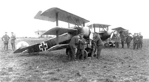 Fokker Dr1 rechtsvoor 3