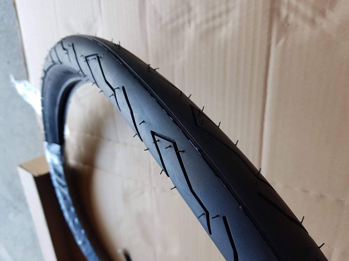 自転車のタイヤ交換。(Cannondale F300)