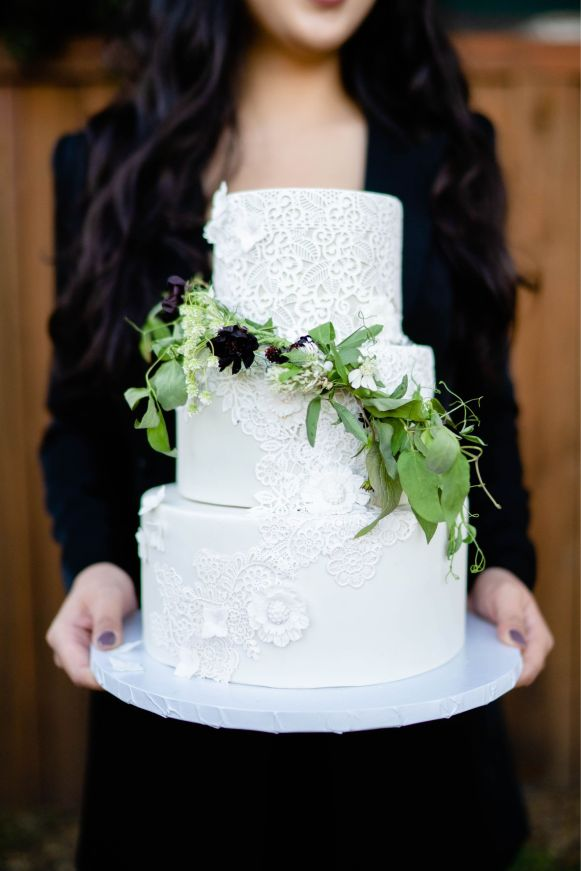 pasadena lace wedding cake
