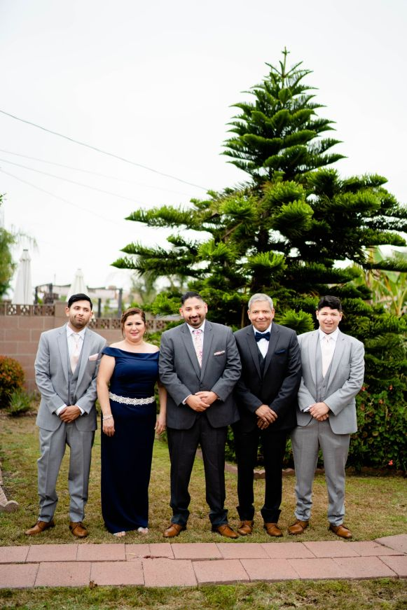 groom family photo