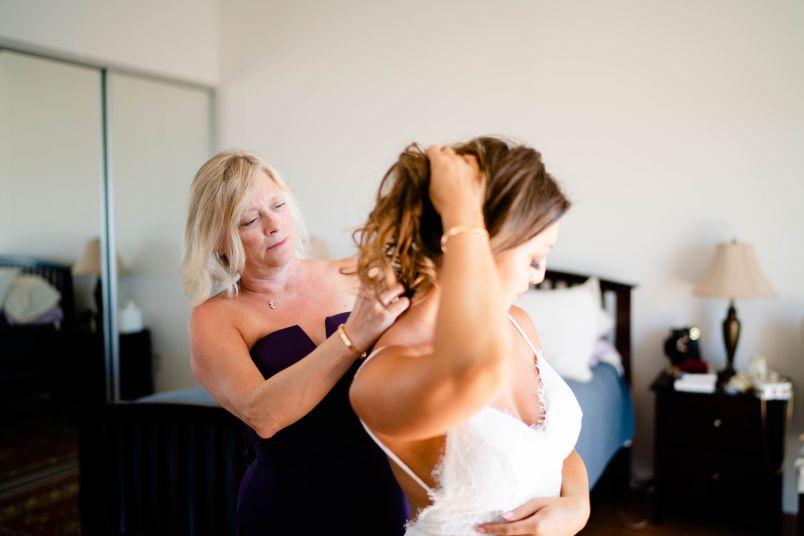 wedding getting ready mom