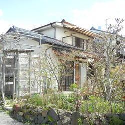 【売買】400万円 長野県東卸市滋野乙 滋野駅徒歩3分 広い庭でガーデニング 閑静な住宅街の2階建