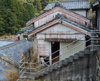 【売買】0円(無償譲渡可) 三重県尾鷲市梶賀町 高台からの眺めがいい2階建 お風呂無し