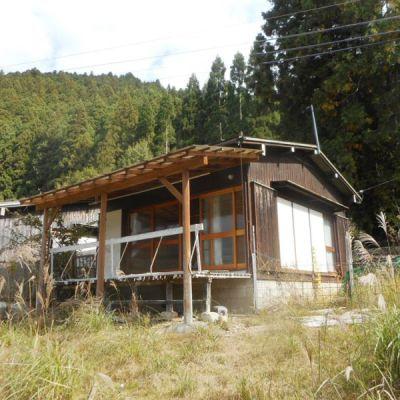 【売買】80万円 奈良県宇陀郡曽爾村掛 広い庭とウッドデッキからの眺望良好 家庭菜園可の小さな平屋
