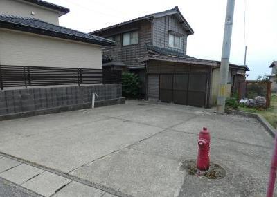 【売買】100万円 新潟県村上市吉浦 海辺に近く室内から日本海を望める2階建 広い物置・駐車スペース付き