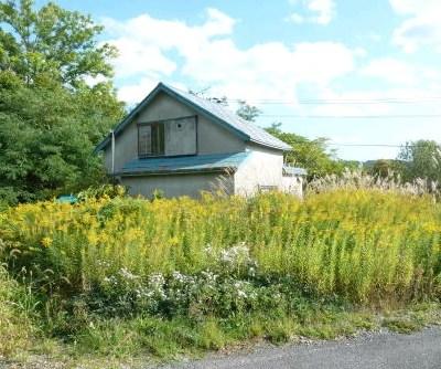 【売買】100万円 北海道三笠市柏町 裏に小川・周りは公園の緑 のどかな住宅地の外れにある古民家
