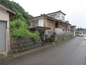 【売買】280万円 新潟県三条市如法寺 公園が近い静かな住宅地の車庫付き2階建 水洗トイレ