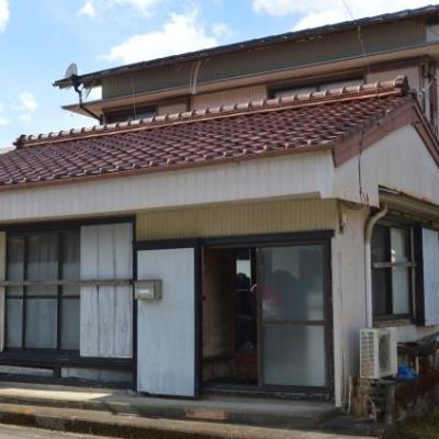 【売買】100万円 三重県尾鷲市三木里町 屋根付き外流し有 和室5・納戸付き2階建