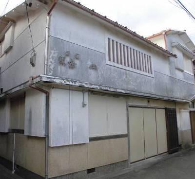 【売買】200万円 三重県鳥羽市小浜町 海の近くにある店舗スペース付き・駐車2台の2階建