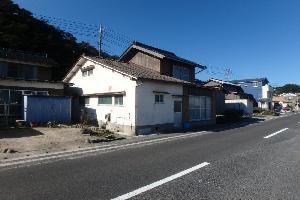 【売買】350万円 鳥取県東伯郡琴浦町大字赤碕 港が目前の庭・物置付き2階建 上下水道
