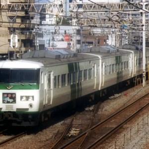 埼京線E233系が相次いで横浜駅入線果たす