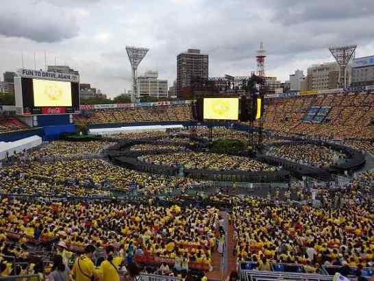 真っ黄色に染まる横浜スタジアム:ゆず弾き語り