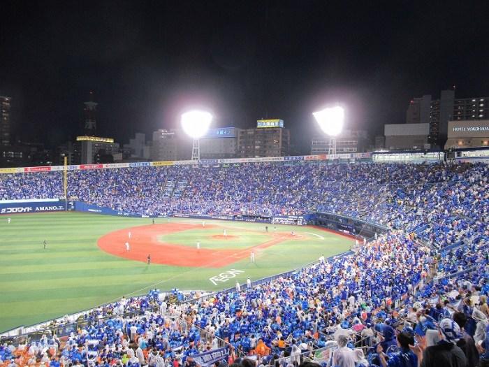 青で染まる横浜スタジアム