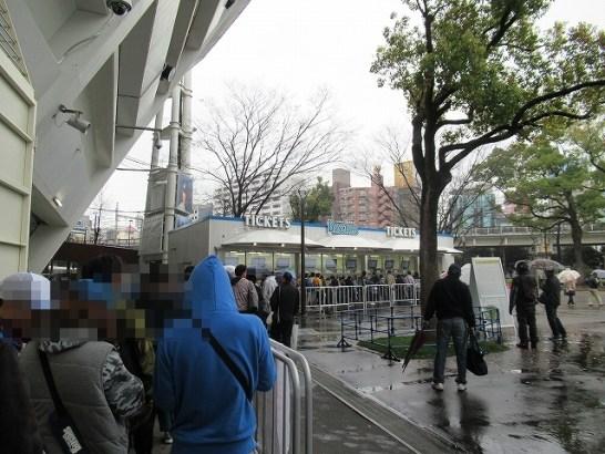 6月チケット発売日当日・横浜スタジアムのスロープ前チケット売り場列4
