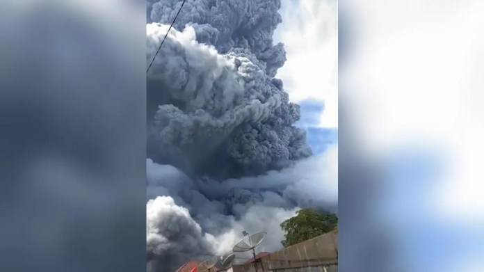 Watch Indonesia Volcano Spews Huge Ash Cloud In Second Eruption In Three Days World News