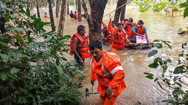 Twenty-two NDRF, SDRF and Uttar Pradesh Provincial Armed Constabulary(PAC) teams have been deployed for search and rescue works. (File photo: PTI)