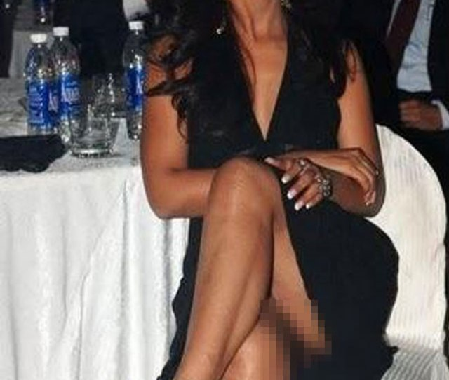Model Actor Neetu Chandra Caught In An Embarrassing Moment Without Her Panties On In An Event