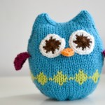 Squish Owl.  Knitted toy owl pattern. #knitting #owls