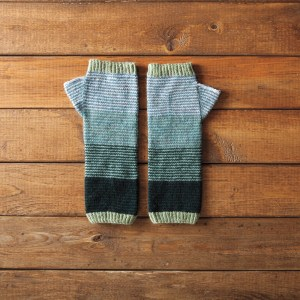 Scrunchy Ombre Arm Warmers by Amanda Schwabe #knitting #stashbusters