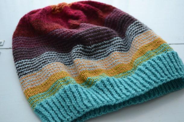 Sock Stashbuster Slouch Hat pattern. www.aknitica.com #knitting #hats #sockyarn