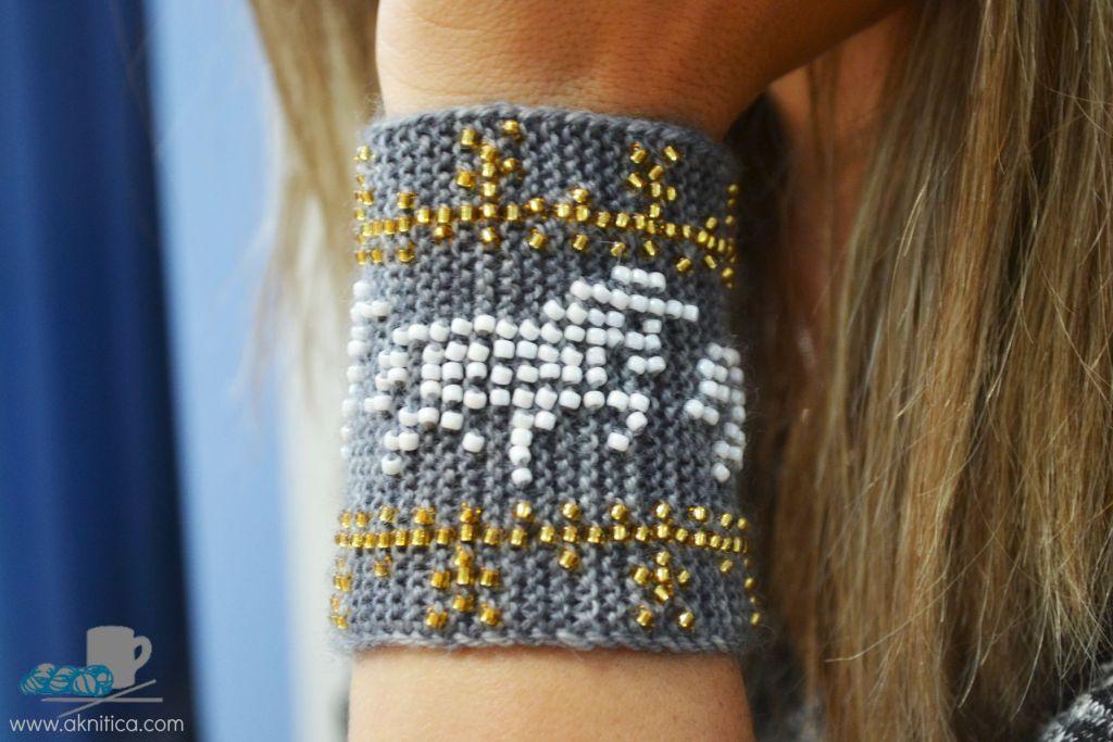 Unicorn Power! Beaded wrister pattern. www.aknitica.com #knitting #beads #unicorns #mythical #cozy