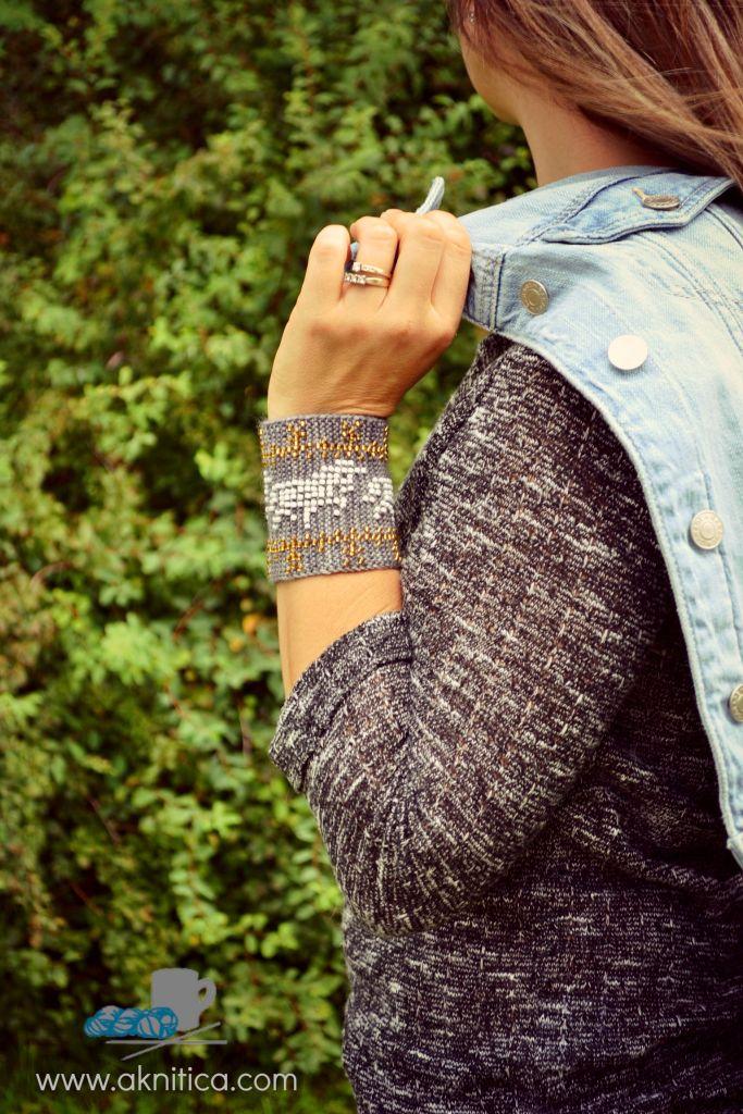 Unicorn Power! beaded wristers pattern. www.aknitica.com #knitting #beads #unicorns #mythical