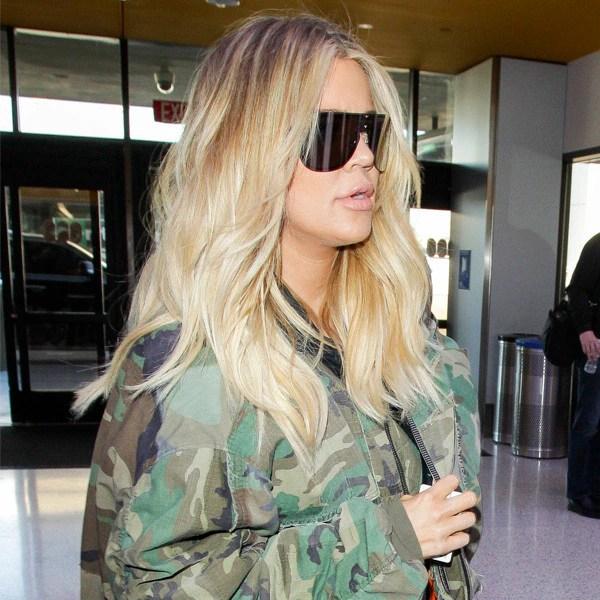 khloe kardashian alimente les rumeurs de bebe avec une photo de coussin de grossesse e news france