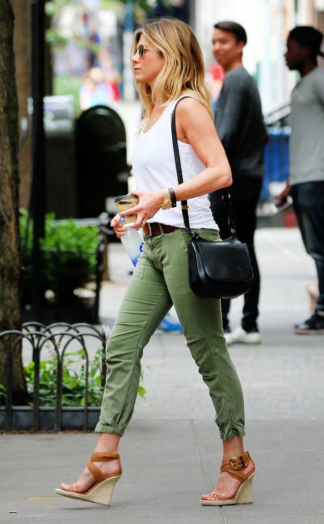 ESC: Jennifer Aniston, Chinos