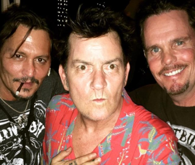 Johnny Depp Charlie Sheen And Kevin Dillon Have Platoon Reunion 31 Years Later