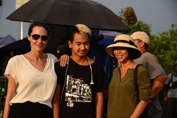 Angelina Jolie, Maddox Jolie-Pitt, Loung Ung, First They Killed My Father