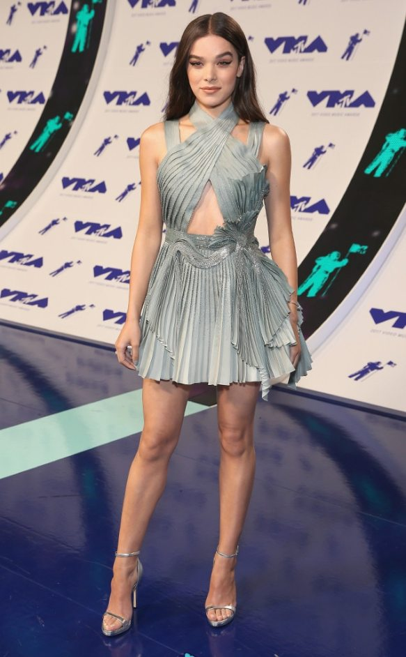Resultado de imagem para hailee steinfeld vma 2017