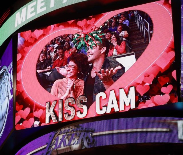 Sarah Hyland And Wells Adams Get Naughty For The Lakers Kiss Cam
