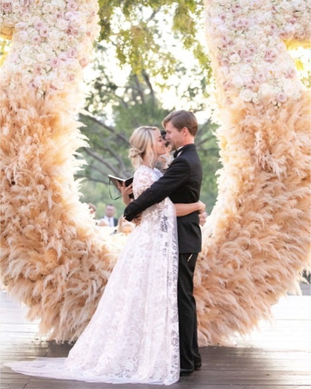 Kaley Cuoco s Wedding Planner Takes You Inside the Star s One of a     Kaley Cuoco  Karl Cook  Wedding